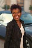 Geschäftsfrau mit neuem Auto Stockfotografie
