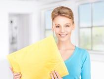 Geschäftsfrau mit Paket Lizenzfreie Stockbilder