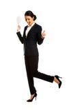 Geschäftsfrau mit Papieranmerkungen Stockbilder