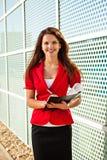 Geschäftsfrau mit Papieren Stockbilder