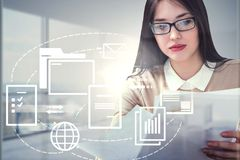 Geschäftsfrau mit Papieren, Netzdokumentenikonen lizenzfreie abbildung