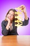 Geschäftsfrau mit Papierleuten auf Weiß Stockfotos