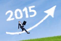 Geschäftsfrau mit Pfeil und Nr. 2015 Stockfotos