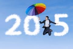 Geschäftsfrau mit Regenschirm und Nr. 2015 Lizenzfreie Stockfotografie