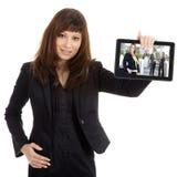 Geschäftsfrau mit Tablette Stockbild