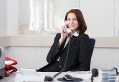 Geschäftsfrau mit Telefon Lizenzfreie Stockfotografie