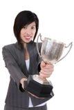 Geschäftsfrau mit Trophäe Stockbild