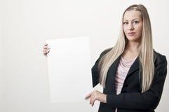 Geschäftsfrau mit unbelegtem Zeichen Stockfoto