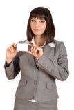 Geschäftsfrau mit weißer Karte Lizenzfreie Stockbilder