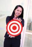 Geschäftsfrau mit Ziel lizenzfreie stockbilder