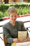 Geschäftsfrau am Mittagessen Lizenzfreie Stockfotografie