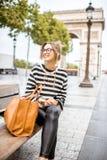 Geschäftsfrau in Paris lizenzfreies stockfoto