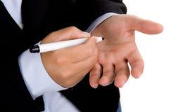 Geschäftsfrau schreibt Anzeige in der Hand Lizenzfreie Stockfotos