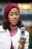 Geschäftsfrau Texting Stockfoto