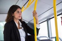 Geschäftsfrau-Traveling By Public-Transport Lizenzfreie Stockfotografie