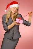Geschäftsfrau u. Geschenk Stockfotografie
