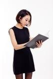Geschäftsfrau und Anmerkungsbuch Stockfotos