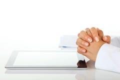 Geschäftsfrau und digitale Tablette. Stockfotografie
