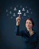 Geschäftsfrau und eine große Gruppe Geschäftsleute Lizenzfreie Stockbilder