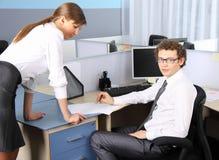 Geschäftsfrau und ihr Kollege Stockfotografie