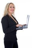 Geschäftsfrau und Laptop Lizenzfreies Stockbild