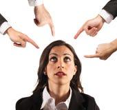 Geschäftsfrau unfair getadelt lizenzfreies stockbild