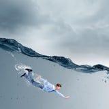 Geschäftsfrau unter Wasser Lizenzfreies Stockbild