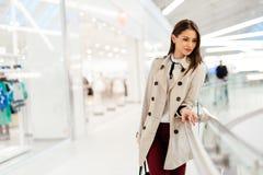 Geschäftsfrau Walking Lizenzfreie Stockfotografie