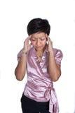 Geschäftsfrau, welche die strengen Kopfschmerzen, getrennt erleidet Stockfotos