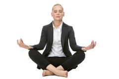 Geschäftsfrau in Yogaposition Lizenzfreies Stockfoto