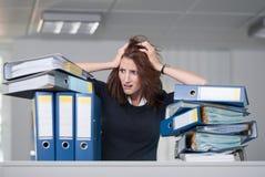 Geschäftsfrau zerreißt ihr Haar Stockbild