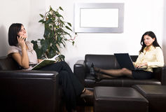 Geschäftsfrau zwei lizenzfreie stockfotografie