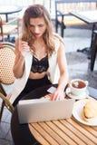 Geschäftsfrauarbeiten Stockbilder