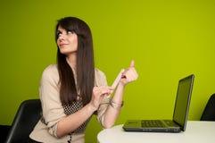 Geschäftsfrauarchivierungsnägel Lizenzfreies Stockbild