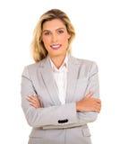 Geschäftsfrauarme gefaltet lizenzfreie stockfotos