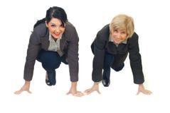Geschäftsfrauen betriebsbereit, Konkurrenz zu beginnen stockfoto