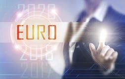 Geschäftsfrauen, die den Euroschirm berühren Lizenzfreie Stockbilder