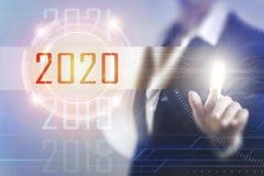 Geschäftsfrauen, die den Schirm 2020 berühren Stockbilder