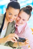 Geschäftsfrauen, die Foto machen Lizenzfreie Stockfotos