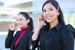Geschäftsfrauen im Büro lizenzfreie stockfotos