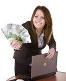 Geschäftsfrauen mit Gruppe des Geldes und des Laptops. Stockfotografie