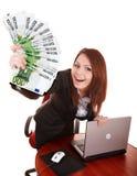 Geschäftsfrauen mit Gruppe des Geldes und des Laptops. Lizenzfreies Stockbild