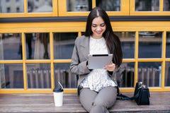 Geschäftsfrauen mit Tablette Lizenzfreie Stockbilder