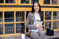Geschäftsfrauen mit Tablette Stockfoto