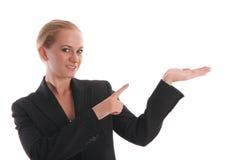 Geschäftsfrauerscheinen auf einer Palme stockfotos