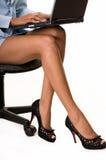 Geschäftsfraufahrwerkbeine lizenzfreies stockfoto