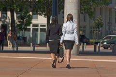 Geschäftsfraugehen Lizenzfreie Stockbilder