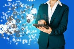 Geschäftsfrauhand zeichnet Gang zum Erfolgskonzept Stockfotografie