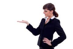 Geschäftsfrauholding etwas Lizenzfreie Stockfotografie