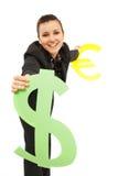 Geschäftsfrauholdingdollar und Eurosymbole Stockfoto